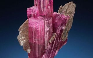 Рубеллит камень: свойства, кому подходит, фото