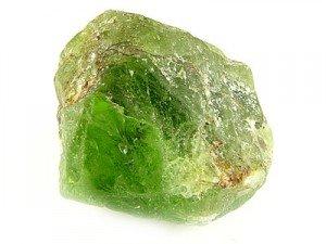 Хризолит необработанный камень