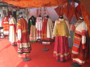 красные русские одежды