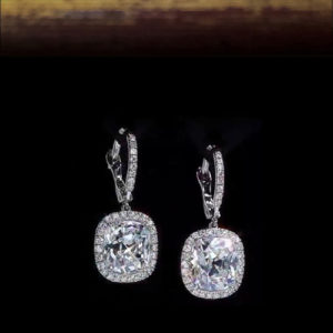 серьги с подвешенными бриллиантами