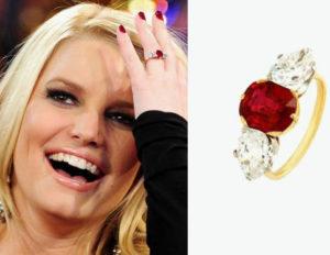 кольцо с рубином на знаменитости