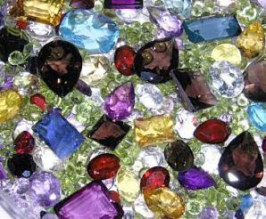 синтетические камни разного цвета