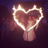 горящее сердце на свадьбе