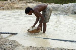 Как добывают лунный камень в Шри-Ланке