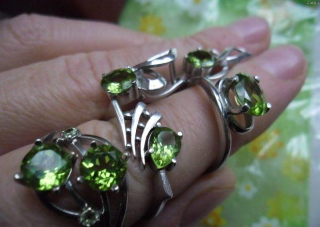 кольца с хризолитом