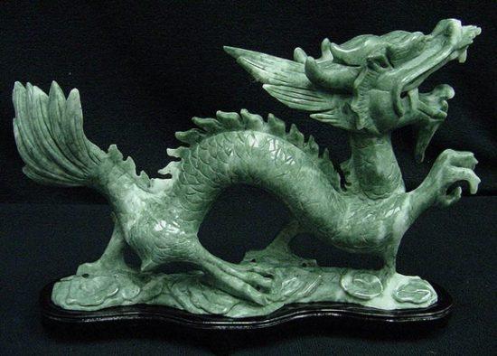 фигурка дракона из нефрита
