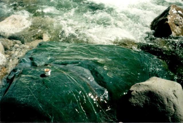 нефрит в воде