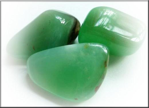 хризопразы зеленые необработанные