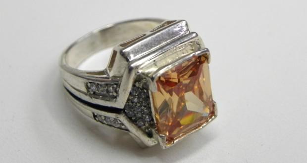 перстень с коричневым цирконом